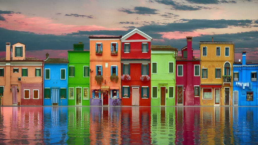 Les revêtements aux multiples couleurs de murs extérieurs de maisons