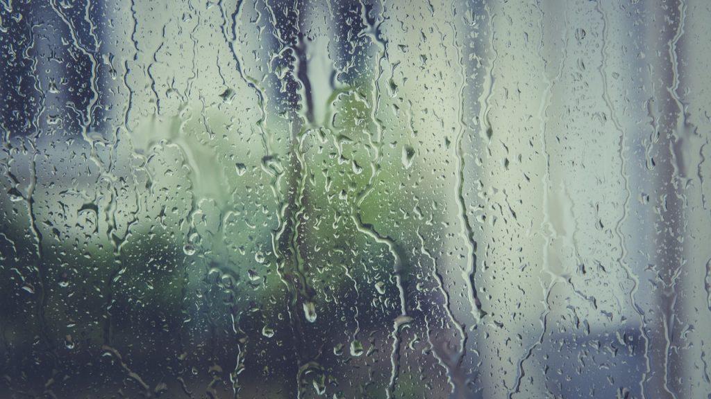 Vitrage clair pourvu de condensation