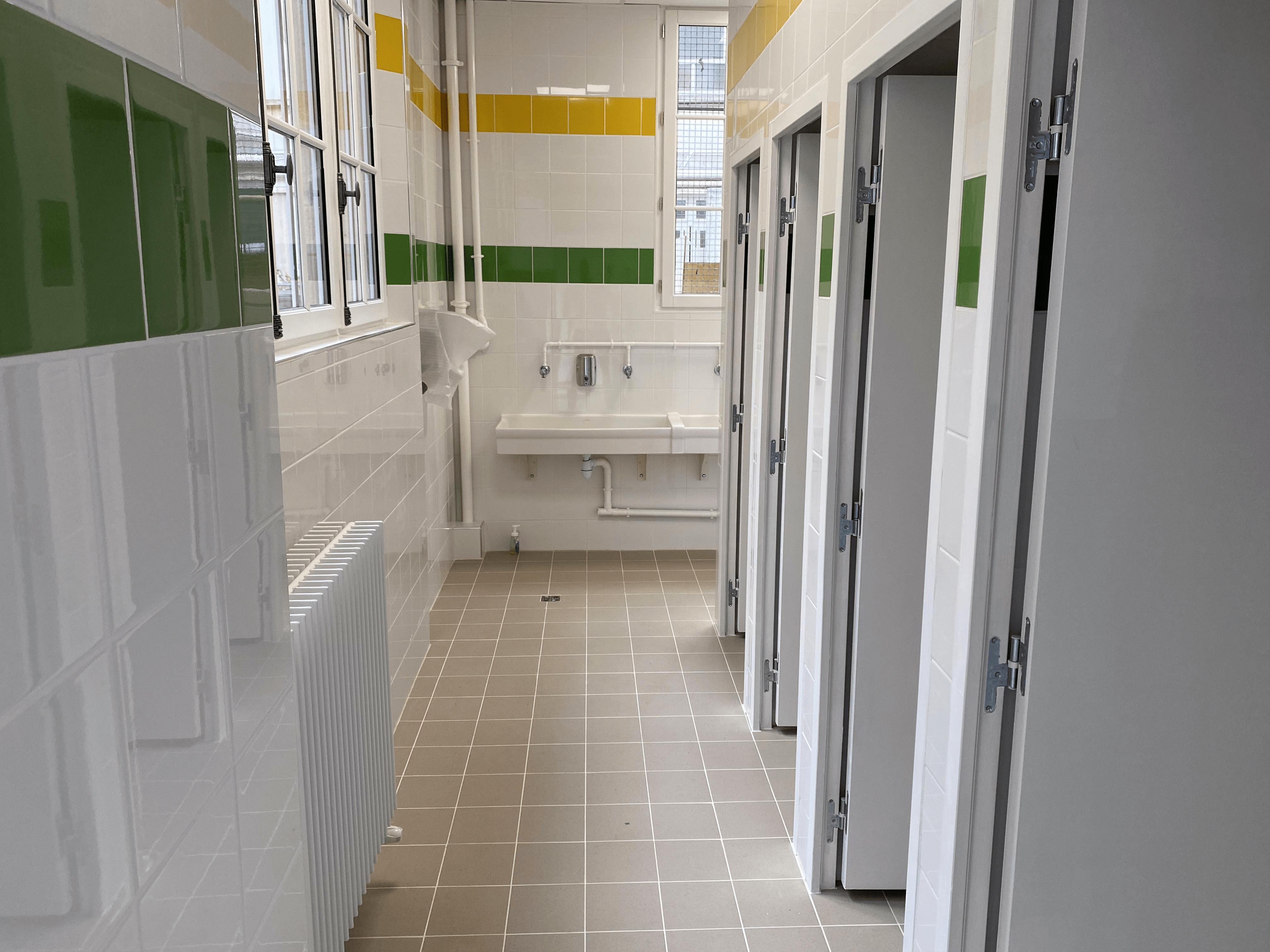 Références - Sanitaires d'une école